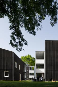 Schwarze Häuser_u3ba